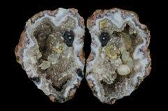 Ein Querschnitt des Achatsteins mit Quarzdruse Lizenzfreies Stockbild