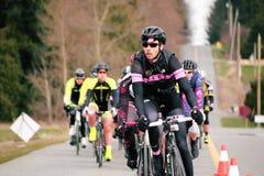 Ein Radfahrer-Laufen Lizenzfreie Stockfotos