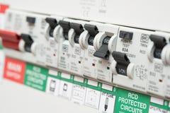 Ein RCD-Leistungsschalter-Schalter zeigt WEG für Lichter an Lizenzfreies Stockbild
