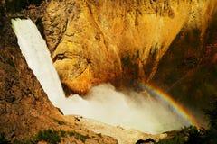 Ein Regenbogen über oberen Fällen lizenzfreie stockfotografie
