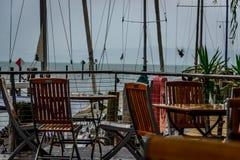 Ein regnerischer Tag in einem Café bei Bodensee lizenzfreie stockfotografie