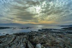 Ein Reihenboot bei Sonnenuntergang Lizenzfreie Stockfotos