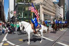 Ein Reiter Heiligen Patricks an der Parade lizenzfreie stockfotografie