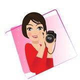 Ein Retro- Weinleseporträt einer Frau, die eine Kamera ein Fotograf hält Lizenzfreie Stockfotografie