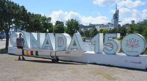 """Ein riesiges """"Canada 150† Zeichen Lizenzfreie Stockfotos"""