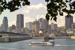Ein Riverboat auf dem St Lawrence River im alten Hafen von Montrea Lizenzfreie Stockfotos
