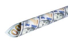 In ein Rohr die Banknoten von hundert Dollar verdreht Stockbilder