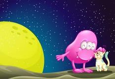 Ein rosa Beaniemonster, welches die Katze im outerspace beruhigt Stockfoto