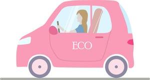 Ein rosa lokalisiertes eco; ogical Elektroauto mit einer Frau lizenzfreie abbildung