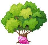 Ein rosa Monster, das unter dem Baum stillsteht vektor abbildung