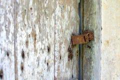 Ein rostiges Türschloss Stockfotos