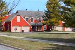 Ein rotes Duplex Lizenzfreies Stockbild