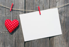 Rotes Herz und leere Karte Stockfotos