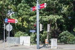 Ein rotes Licht einer Ampel in Wien Lizenzfreies Stockbild
