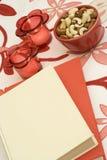 Ein rotes und weißes Buch Stockfotografie