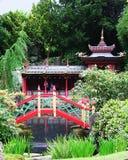 Ein ruhiger japanischer Garten lizenzfreie stockbilder