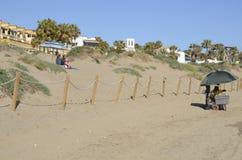 Ein ruhiger Tag im Strand Stockbilder