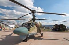 Ein russischer Kampfhubschrauber Ka-52 auf Bildschirmanzeige an lizenzfreie stockfotos