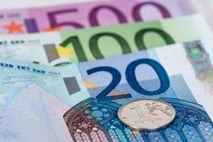 Ein russischer Rubel mit Eurobanknoten Lizenzfreies Stockbild