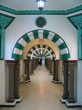Ein Säulengang in Tunis Stockbild