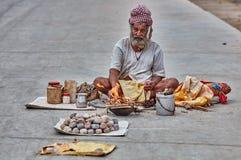 Ein sadhu mitten in der Straße Lizenzfreie Stockfotografie