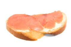 Ein Sandwich mit roten Fischen stockfoto