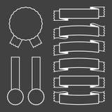 Ein Satz Fahnenbänder mit einem weißen Anschlag auf einem schwarzen Hintergrund Auch im corel abgehobenen Betrag Stock Abbildung