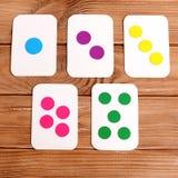 Ein Satz Flash-Karten zum Unterrichten von Zahl und von Farben Frühe Entwicklung des Kindes Stockbild