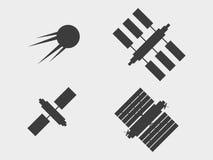 Ein Satz Satelliten, Ikonen Raumstation mit Sonnenkollektoren Vektor Stockbilder