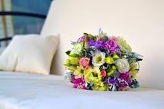 Ein schöner Farbhochzeits-Blumenblumenstrauß stockbild