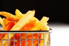 Ein schöner Korb der gebratenen Chips Stockfotografie