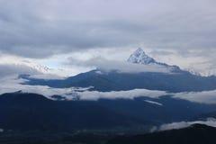 Ein schöner Schneeberg in Nepal stockbild
