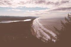 Ein schöner Schuss einer Küste lizenzfreies stockfoto