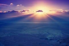 Ein schöner Sonnenaufgang über dem Toten Meer stockbilder