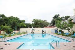 Ein schöner Swimmingpool Stockfotos
