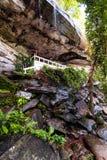 Ein schöner Waldwasserfall lizenzfreies stockbild