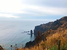 Ein schönes Kap und das Meer lizenzfreie stockfotos
