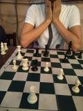 Ein Schachspieler ist überrascht worden stockfotografie