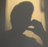 Ein Schatten des denkenden Mannes Stockbilder