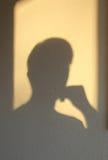 Ein Schatten des denkenden Mannes Stockfotografie