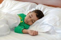 Ein schlafender Junge Lizenzfreie Stockfotos