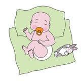 Ein schlafendes Baby mit einem Spielzeugkaninchen Lizenzfreie Stockfotos