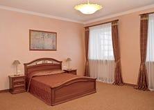 Ein Schlafzimmerinnenraum in der klassischen Art Lizenzfreie Stockbilder
