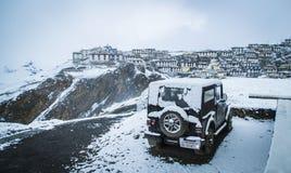 Ein Schnee bedeckte Bergdorf Stockfotos