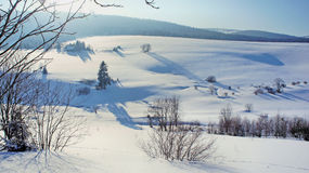 Ein schneebedecktes Tal Stockbilder