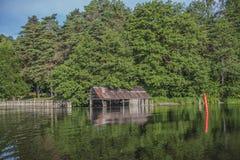 Ein schöner Tag in einem Boot in Meer fünf, altes Bootshaus Lizenzfreies Stockfoto