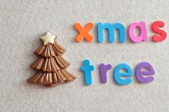 Ein SchokoladenWeihnachtsbaum mit dem Wortweihnachtsbaum Stockfoto