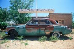 Ein Schrottfahrzeug an der Kuh-Handelsstation in Arizona Stockfotografie