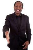 Ein schwarzer Geschäftsmann, der eine Hand gibt Stockbilder
