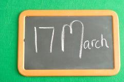 Ein schwarzes Brett mit Benennung für St Patrick Tag Lizenzfreie Stockbilder